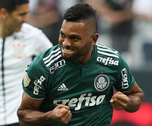 Verdão supera arbitragem ruim e vence o Corinthians em Itaquera no ... d49d9295986cf